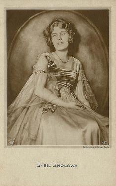 Sybil Smolova   German postcard by NPG. no. 432.Photo: Alex Binder