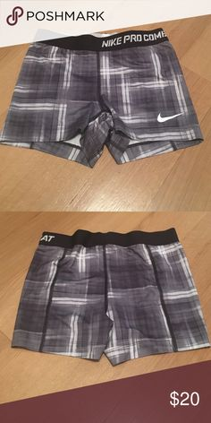 Nike dry-fit run shorts Black and white, Nike compression run shorts. Worn once. Nike Other