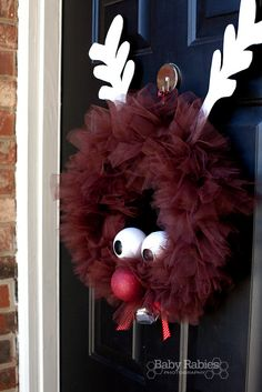 Rudolph the Reindeer Tulle Wreath - i think ill be doing this for our christmas wreath instead of the christmas ball wreath!Rudolph the Reindeer Tulle Wreath How adorable is this? and how easy! Maybe a small version for ornaments? Tulle Crafts, Wreath Crafts, Diy Wreath, Holiday Crafts, Holiday Fun, Diy Crafts, Wreath Ideas, Cheap Holiday, Tulle Wreath Tutorial
