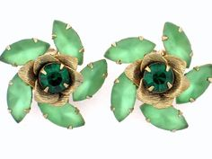 VINTAGE JULIANA D&E EMERALD & LIME GREEN FROSTED RHINESTONE GOLD PLATED EARRINGS #DEJULIANA #Cluster