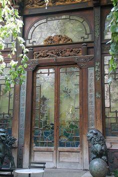 Asian door - the Pagoda. Grand Entrance, Entrance Doors, Doorway, Door Entryway, Door Knockers, Door Knobs, Door Handles, Cool Doors, Unique Doors