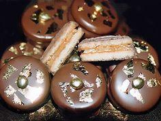 Àlvaro Rodrigues Cookie Desserts, Just Desserts, Chocolates, Party Sweets, Whoopie Pies, Wedding Cookies, Homemade Pasta, Homemade Cookies, Sweet Recipes