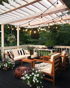 Pretty backyard pergola with vines, string lights and greenery. Great backyard design for parties. Home design decor inspiration ideas. Design Eclético, Patio Design, Exterior Design, House Design, Design Ideas, Pergola Designs, Modern Design, Screened Porch Designs, Terrace Design