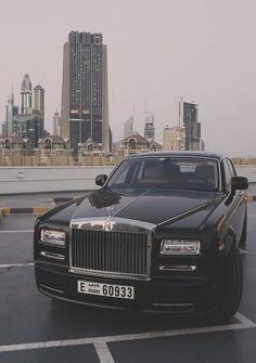 Phantom is the signature Rolls-Royce; an iconic and enduring interpretation of the modern motor car. Explore down for the Best Rolls Royce Phantom For Him. Auto Rolls Royce, Voiture Rolls Royce, Rolls Royce Motor Cars, Maserati, Bugatti, Ferrari F40, Lamborghini Gallardo, Rolls Royce Phantom, Fancy Cars