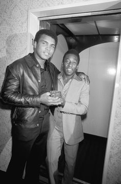Muhammad Ali and Pelé, 1977 Muhammad Ali, Float Like A Butterfly, Sports Personality, Sport Icon, Sports Figures, Sports Stars, African American History, Sports Illustrated, Black People