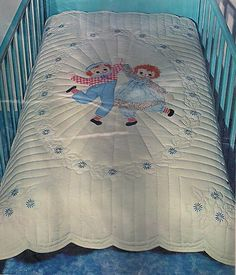 Raggedy Ann and Andy crib quilt