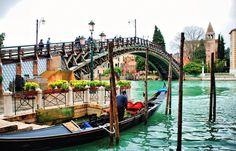 Моста Академии - единственного деревянного моста в Венеции