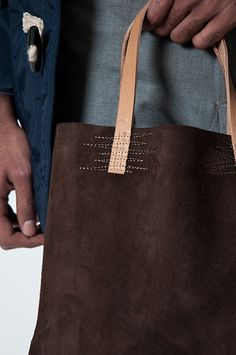 #so65 #borsa Nice stitching detail. Tres Bien Shop
