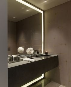 How To Pick A Modern Bathroom Mirror With Lightsis free HD Wallpaper. Thanks for you visiting How To Pick A Modern Bathroom Mirror With Ligh. Modern Bathroom Mirrors, Bathroom Mirror Design, Bathroom Mirror Lights, Contemporary Bathrooms, Beautiful Bathrooms, Bathroom Interior, Small Bathroom, Bathroom Lighting, Lighted Mirror