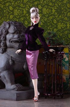 It's the movie event of the summer of Monolithic Pictures Red Lotus ! Boasting a cast from both sides of the Pacific, Red Lotus is su. Pretty Dolls, Cute Dolls, Dolls Dolls, Barbie Dress, Barbie Clothes, Barbie Doll, Fashion Dolls, Fashion Outfits, Barbie Diorama