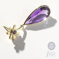 """Minha pedra é ametista minha cor o amarelo."" #joiasrenatarose #renatarosedesignerdejoias #joias #joalheria #jewels #designdejoias #joiacontemporanea #design #designmakers #stones #instajewelry #jewelrygram #bling #earring #brinco #brincos #ametista #ametist #amethyst"