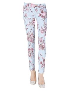 These beautiful floral print pants, one metal button, two pockets, sizes 4,5,6 and 7, we've got them in blue and White, it cost two hundred bills and seventy pence