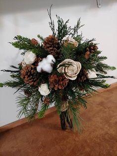 Christmas Wedding Bouquets, Winter Bridal Bouquets, Winter Bouquet, Winter Wedding Decorations, Fall Bouquets, Neutral Wedding Flowers, Winter Wedding Flowers, Tree Wedding, Floral Wedding