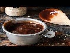 Savory with a hint of spice, this Dark Chocolate BBQ Sauce goes great with pork ribs and pulled beef brisket. Such a fun flavor! Receta Salsa Bbq, Salsa Barbacoa Casera, Low Carb Bbq Sauce, Sauce Barbecue, Honey Bbq Sauce Recipe, Sauce Recipes, Meat Recipes, Steak Au Four, Vegetarian