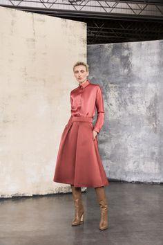 Giorgio Armani Pre-Fall 2019 Fashion Show Kollektion Giorgio Armani Pre-Fall 2019 - Vogue Winter Mode Outfits, Winter Fashion Outfits, Modest Fashion, Trendy Fashion, Womens Fashion, Fashion Brands, Fashion Tips, Couture Mode, Style Couture
