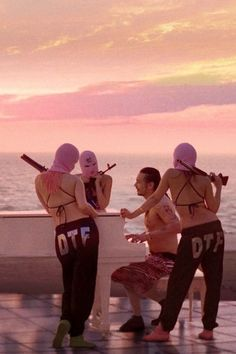 Babies with guns – Spring Breakers oh - Halloween Fondos Bad Girl Aesthetic, Pink Aesthetic, Coco Chanel, Arte Do Hip Hop, Spring Nail Colors, Spring Nails, Pastel Colors, Thug Girl, Gangsta Girl