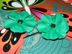 These stunning teal double stacked flowers with crystal centers make a great accent for a look / Silver bobby pins