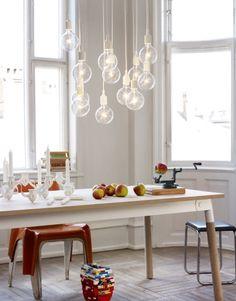 Ben je op zoek naar een mooie hanglamp? De simpele light bulb is de trends op het gebied van verlichting: hij mag gezien worden!