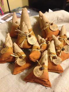 Sweet corn (no link) Venessa: Maybe make a cornnhole game out of it? Rustic Halloween, Halloween Sewing, Fall Sewing, Halloween Doll, Fall Halloween, Halloween Crafts, Holiday Crafts, Halloween Decorations, Primitive Halloween Decor