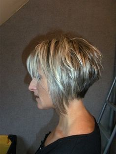 Short Square Cup Plunging – # Square - All For Bob Hair Trending Short Layered Haircuts, Short Bob Hairstyles, Short Hair Cuts, Short Hair Styles, Razor Cut Hair, Haircut And Color, Pixies, Great Hair, Silver Hair