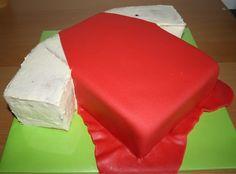 How To T-shirt taart 3D/voetbalshirt 3D (Pagina 1) - Sjablonen, Patronen & Howto's - DeLeuksteTaarten.nl Forum Soccer Cake, Soccer Party, Birthday Board, Boy Birthday, Birthday Stuff, Football Birthday Cake, Shirt Cake, No Bake Cake, Fondant