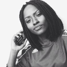 Short box braids- a look that's coming back. That phone though, not so much lol