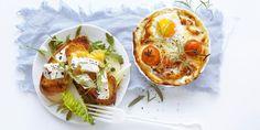 Gjør stas på gjestene dine og lag herlige porsjonspaier med parmaskinke og parmesan, og grillet brød med chevre til frokost. Oppskrift på frokost.