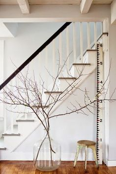 home stairs design ideas can attract the eyes. Choose between an art gallery, unique runner, and vintage design for your stairs. Apartment Therapy, Bedroom Apartment, Modern Farmhouse Style, Farmhouse Chic, Home Design, Interior Design, Design Hotel, Interior Ideas, Interior Decorating