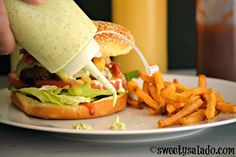 Click aquí para versión en español Colombians love fast food and one of the main reasons is because they love putting all kinds of sauc. Healthy Eating Tips, Healthy Nutrition, Healthy Recipes, A Food, Food And Drink, Venezuelan Food, Colombian Food, Gourmet Burgers, Vegetable Drinks