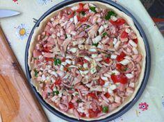 Preparazione #tiella #gaetana con #polpo e #pomodori. #Gaeta #mare