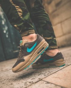 Sneakers nike air max - 5 Must Have Shoes in Every Man's Wardrobe – Sneakers nike air max Sneaker Outfits, Nike Outfits, Converse Sneaker, Puma Sneaker, Nike Air Max, Air Max 1, Sneakers Mode, Air Max Sneakers, Shoes Sneakers