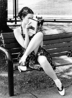 """Non appena apriva un libro si sentiva felice. O per lo meno si sentiva bene.  (Régis de Sá Moreira, da """"Il libraio"""")  #citazioni #libri #leggere"""