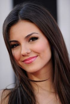 "Victoria Justice Photo – ""Katy Perry: Part of Me"" Premiere - Celebrities Brunette Beauty, Hot Brunette, Hair Beauty, Beautiful Celebrities, Beautiful Actresses, Vicky Justice, Mi Long, Woman Face, Beautiful Eyes"