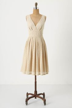 loving the eyelet.  dear anthropologie: why are your dresses so damn expensive???  geez.