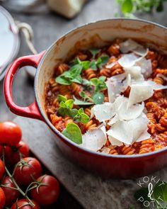 One pot -pasta eli yhden padan kasvispasta One Pot Pasta, I Love Food, Chana Masala, Food Inspiration, Meal Planning, Curry, Food And Drink, Vegetarian, Tasty