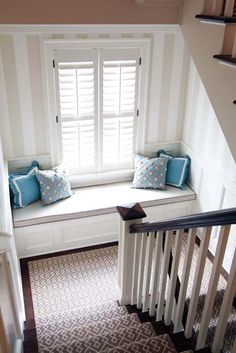 window seat on stair landing. i just want a window seat! House Of Turquoise, Banquette Seating, Staircase Design, Staircase Landing, Staircase Runner, Stairs With Landing, Stair Runners, Stair Landing Decor, Home Decor Ideas