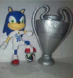 Escultura de Sonic con la orejona