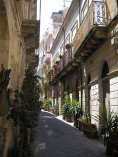 The Streets of Ortygia Location Siracusa, Italy #siracusa #sicily