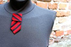 spilla realizzata con cravatta vintage in pura seta