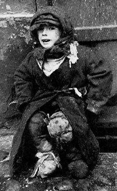 An unidentified Jewish child in the Warsaw ghetto. He may have been orphaned.  https://www.pinterest.com/rebeccadeeprose/shoah-~-never-never-forget/
