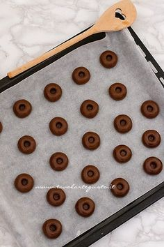 Nutellotti: i biscotti veloci alla nutella in 3 ingredienti! (Ricetta Nutellotti) Biscuits, Food And Drink, Cooking, Sweet, Recipes, Karma, Rose, Crack Crackers, Kitchen