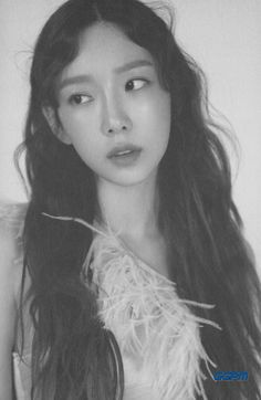 TAEYEON's The Album 'My Voice' Deluxe Edition has been released. 'Make Me Love You' is a Pop R&B song that will warm up the spring season with TAEYEON's charming tone and soulful vocals. Kpop Girl Groups, Korean Girl Groups, Kpop Girls, Girls' Generation Taeyeon, Girls Generation, Seohyun, Snsd, Taeyeon Fashion, Instyle Magazine