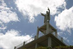 Monumento Cristo Rey, es el símbolo emblemático de Río caribe ubicado en uno de los cerros más altos de la ciudad #Turismo #Viajes #Venezuela #Travel #Playas
