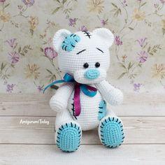 Patrón de ganchillo gratuito Teddy Bear diseñado por Amigurumi Today Crochet Teddy Bear Pattern Free, Teddy Bear Patterns Free, Knitted Teddy Bear, Crochet Amigurumi Free Patterns, Crochet Animal Patterns, Crochet Geek, Stuffed Animal Patterns, Crochet Dolls, Doll Patterns