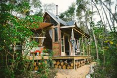 Cabin Porn™          – Fossicker's Hut is an off-grid, one-room cabin on...