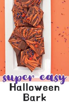 Halloween Chocolate Bark is a super easy dessert recipe that's perfect for Halloween celebrations! Halloween Bark, Halloween Chocolate, Halloween Desserts, Halloween Cakes, Easy Halloween, White Chocolate Bark, Chocolate Sprinkles, Best Chocolate, Chocolate Recipes