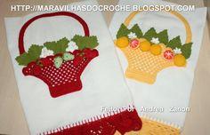 Pano de Prato de Croche decorado com Cestinha de Moranguinhos e Laranjinhas com Flores e folhas e um lindo barrado de croche