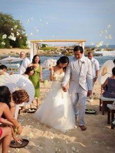 Lanikuhonua Beach Wedding | Michelle Garibay Events