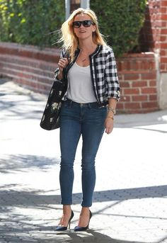 Reese Witherspoon Photos - Reese Witherspoon Leaving Her Office in Beverly Hills - Zimbio