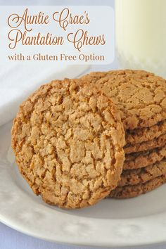 Auntie Crae's Plantation Chews - These flourless cookies look quite innocent but they are anything but! Crunchy and chewy at the same time with an irresistible caramel flavour. It is impossible to eat Cookie Desserts, Cookie Recipes, Dessert Recipes, Baking Cookies, Bar Cookies, Yummy Cookies, Easter Recipes, Dessert Bars, Cupcake Recipes